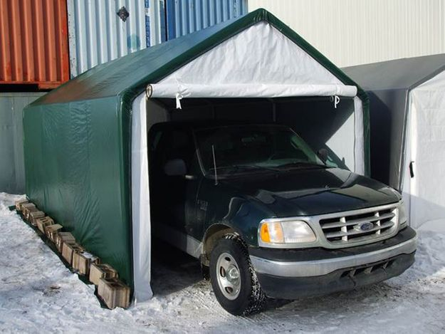 MP Econo Garage with Vehicle